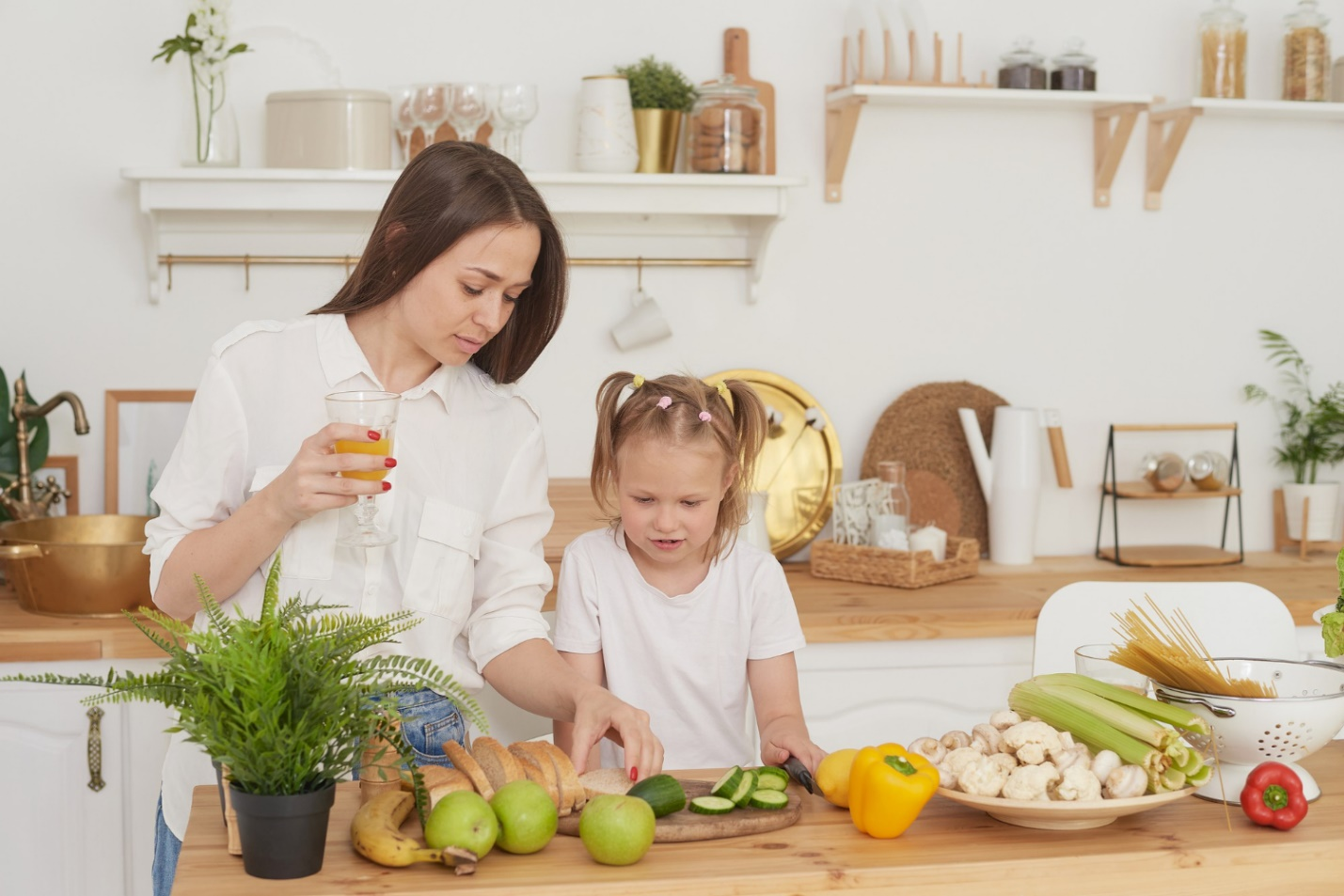 C:\Users\Dell\Downloads\mom-daughter-prepare-salad-kitchen-happy-loving-family-are-preparing-together-concept-healthy-diet-lifestyle-family-value.jpg