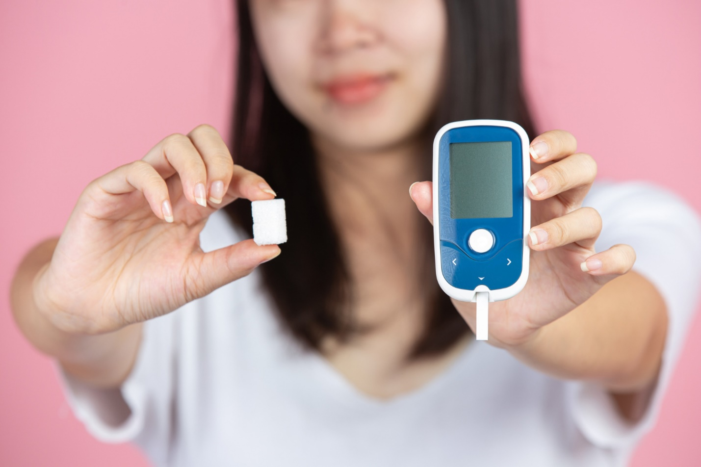 C:\Users\Dell\Downloads\world-diabetes-day-woman-holding-glucose-meter-sugar-cubes-pink-wall.jpg